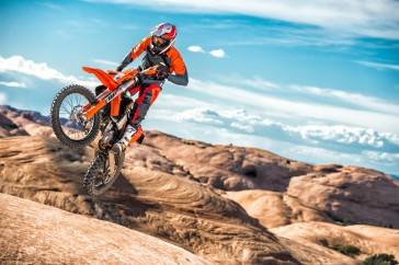 143536_KTM EXC MY 2017 Action
