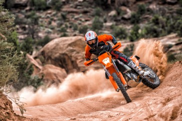 143558_KTM EXC MY 2017 Action